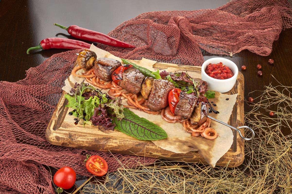 Закажите доставку Телятина на Шпажке с Овощами   Таверна Онейро